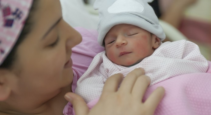 Is the « Kangaroo mother care » good for premature babies ?
